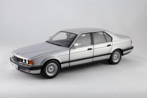 Прикрепленное изображение: BMW_730i_Minichamps_100023000_01.jpg