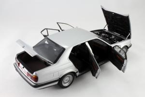 Прикрепленное изображение: BMW_730i_Minichamps_100023000_07.jpg