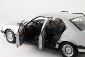 Прикрепленное изображение: BMW_730i_Minichamps_100023000_09.jpg