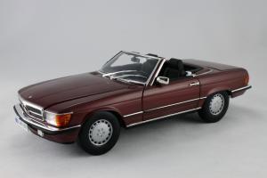Прикрепленное изображение: Mercedes_Benz_350_SL_Norev_for_Mercedes_Benz_B6_604_0454_01.jpg