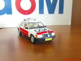 Прикрепленное изображение: Colobox_Mercedes_Benz_W201_Politie_04.jpg