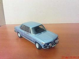 Прикрепленное изображение: Colobox_BMW_2002tii_AutoArt_01.jpg