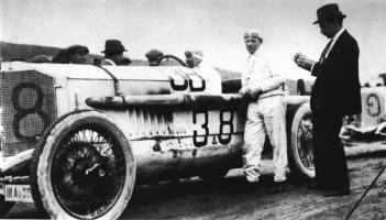 Прикрепленное изображение: 1922_Max_Sailer_on_Mercedes.jpg