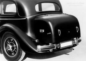 Прикрепленное изображение: Mercedes_Benz_Grosser_Pullman_Limousine__W150_ll__1938___1943_03.jpg
