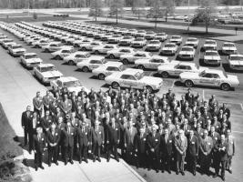 Прикрепленное изображение: mump_0211_01_z_1964_ford_mustang_convertible_indy_500_pace_cars_ford_factory.jpg