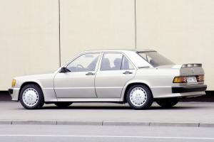 Прикрепленное изображение: Mercedes_190E_Cosworth_15.jpg