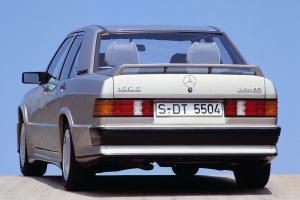 Прикрепленное изображение: Mercedes_190E_Cosworth_16.jpg