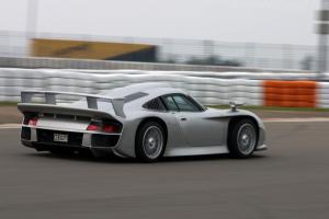 Прикрепленное изображение: Porsche_996_GT1_EVO_Strassenversion_6.jpg