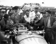 Прикрепленное изображение: 1933_Tazio_Nuvolari_and_Raymond_Sommer..jpg