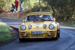 Прикрепленное изображение: Porsche_911_RSR_with_Walter_Rohrl_on_tarmac_620x413.jpg