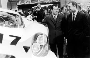 Прикрепленное изображение: porsche_917_turns_40_ferdinand_piech_right_and_gerhard_mitter_left_at_the_presentation_of_the_porsche_917_1331969.JPG
