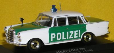 Прикрепленное изображение: Mercedes_200_W110_PC140088.JPG