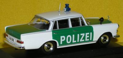 Прикрепленное изображение: Mercedes_200_W110_PC140091.JPG