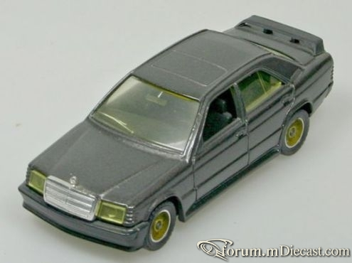 Mercedes-Benz W201 190E 1984 Solido.jpg