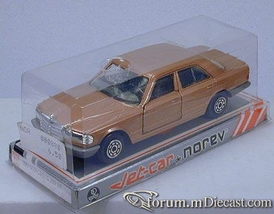 Mercedes-Benz W126 SEL 1988 Norev.jpg