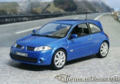 Renault Megane 2004 RS Universal Hobbies.jpg
