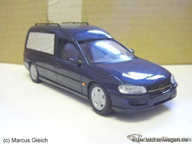 Opel Omega B Hearse Schuco-C.jpg