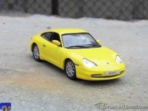 Porsche 911 Carrera 4 Coupe 2001_0-0.jpg