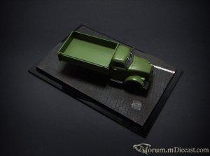 diorama_black_1.thumb.jpeg.da10ea462041ce1c0fc95af6f617d06e.jpeg